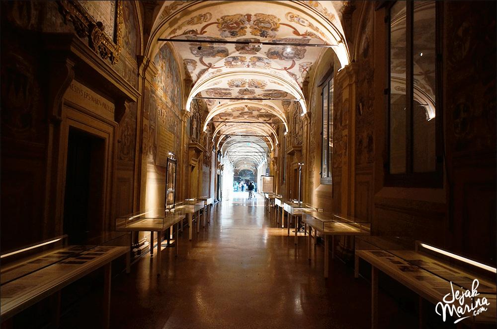 Biblioteca dell' Archiginnasio Bologna Italy